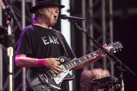 _DS43814_NeilYoung