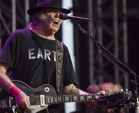 _DS43820_NeilYoung