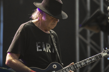 _DS43976_NeilYoung