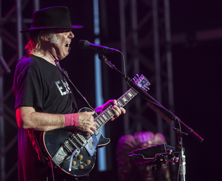 _DS44005_NeilYoung