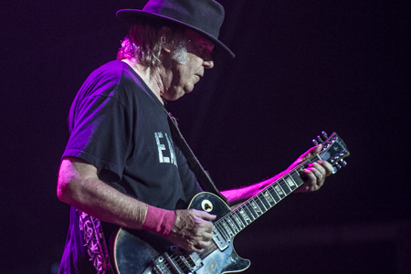 _DS44028_NeilYoung