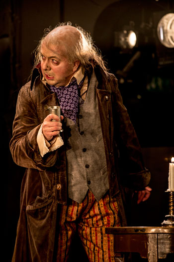 Elisabeth Meyer som Giulietta och Jesper Taube som Hoffmann i Hoffmanns äventyr i regi av Linus Fellbom.
