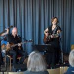 Vindlande resa i skimrande vislandskap – Sofie Livebrant i Kungsbacka kulturhus