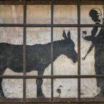 Filmrecension: The Man Who Stole Banksy – berättar om komplikationerna med konst, politik och god vilja